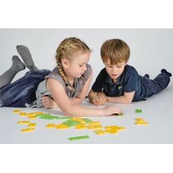enfants qui jouent avec les briques newméro